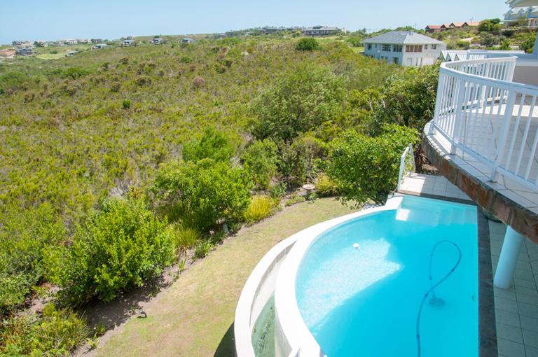 Pezula Realty and Letting, 8 Sheerline SL8 www.pezularealtyandletting.co.za